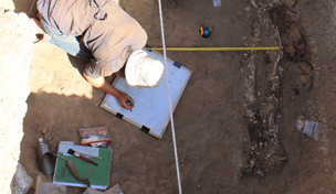 Bioarchaeologists Dyan Semple and Carina Summerfield-Hill excavating the chamber tomb G201 in 2011