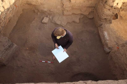 Mat Dalton (University of Cambridge) pondering deposits in E13.13 on Thursday, a multiphase room he has been excavating and recording since 2010.