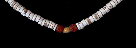 Detail of necklace F6925, with gold and carnelian beads in the centre