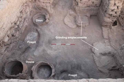A surface phase of E13.13 showing three ovens, two grinding emplacements with mud plaster basins, and two firepits.