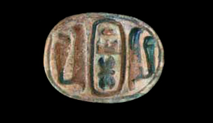 Scarab (F9499) with name of Tuthmosis III flanked by cobras