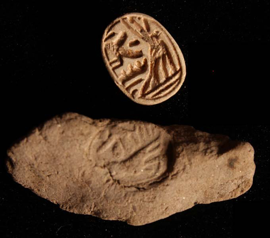 Steatite scarab F9167 with design impressed upon seal impression F7250