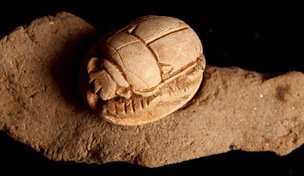 Steatite scarab F9167 placed over seal impression F7250