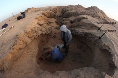 Pit 5: hammering a sample tube for OSL dating, into windblown sand deposits between Holocene Nile deposits.