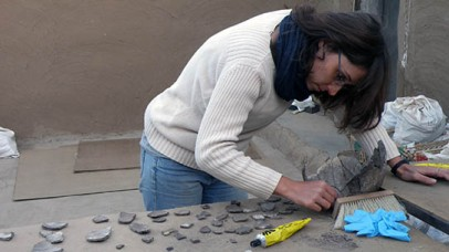 A pottery puzzle: Delphine with sherds from 2-R-65