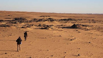 Heading towards rocky outcrops overlooking an early Nile channel, around which several sites cluster