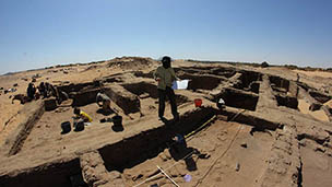 Excavating house E13.16 at Amara West