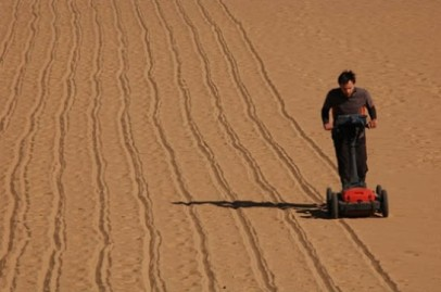 Matthew Stephen pushing the GPR across the sand-filled dried-up river channel north of Amara West town