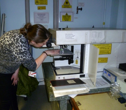 Kate using the Raman Spectrometer at the British Museum to investigate the pigment on a piece of wall plaster from Amara West.