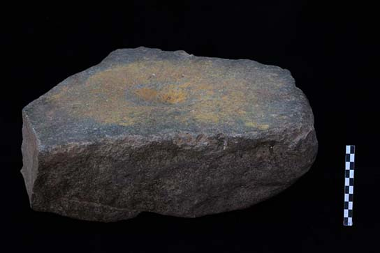 Grindstone with yellow pigment (F5962)