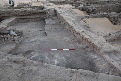 Area E13.17 in the walled town: ash, more ash and kilns