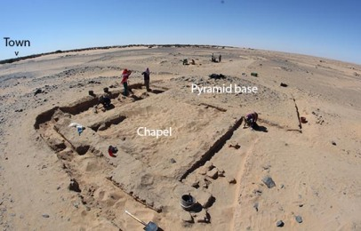 G321: pyramid and chapel in cemetery D