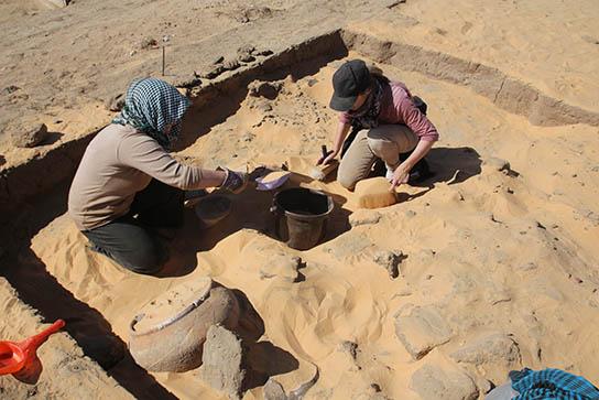 Excavating pots in D11.2