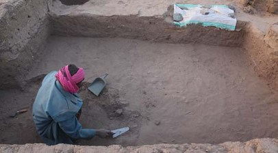 Abdel-Razeq digging ancient rubbish pits beneath house D12.9
