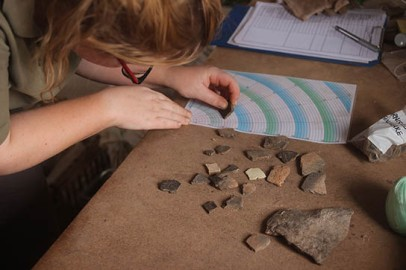 Anna Garnett records potsherds from 2-R-19. Note the paler coloured sherds, which are examples of Egyptian marl vessels.