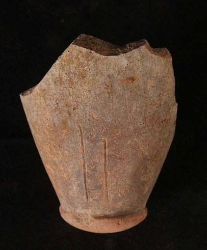 Amphora toe C4764, made in the Dakhleh Oasis, found in industrial area E13.17.