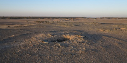 Burial mounds of G250 in Cemetery C with settlement of Amara West in the background